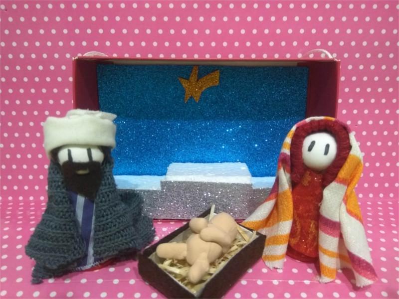 Jose, Maria y Jesus en su pequeño Belen Casero
